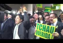CLIMA QUENTE: Carreatas de deputados Contra e a Favor se encontram nos corredores da Câmara – VEJA VÍDEO