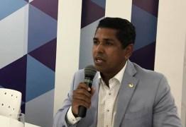 Emano Santos diz SIM ao impeachment de Dilma e aposta em sucesso de Temer na Presidência