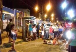 Passageiros de ônibus se revoltam com más condições e fecham Terminal de Integração