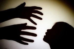 pedofilia 300x200 - Homem é preso suspeito de estuprar a filha de 15 anos