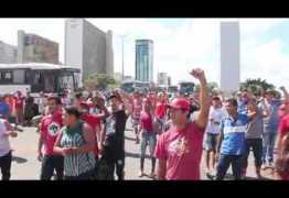 VEJA VÍDEO: manifestantes acampados em Brasília impedem cobertura da Rede Globo