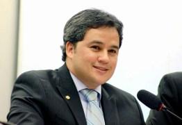 Efraim Filho participa de conferência com jovens da América Latina