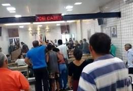 Sessão em Cabedelo é interrompida por protesto de professores; ASSISTA