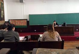 Janaina Paschoal é chamada de golpista por alunos em sala de aula