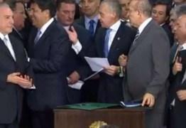 Após assumir presidência interina, Temer discursa e empossa ministros