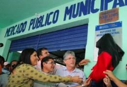 Ricardo entrega reforma de Mercado Público e atende comerciantes de Fagundes