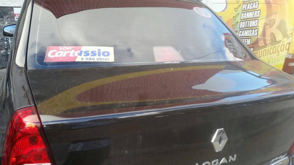 13644012 1135919273130904 874789706 n - Adesivos em alusão à união de Cássio e Cartaxo ganham as ruas em João Pessoa