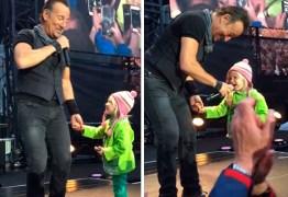 Bruce Springsteen convida fã mirim de 4 anos de idade para cantar; ASSISTA