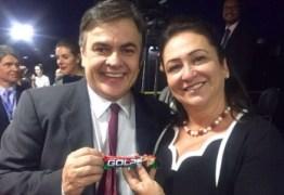 "DEBOCHE: Cássio agrada colegas distribuindo chocolate ""Golpe"" no Senado Federal"