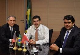 Raimundo Lira recebe prefeito André Gadelha para discutir projetos em Sousa