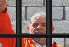 Lula completa 6 meses na prisão como peça-chave na disputa à Presidência