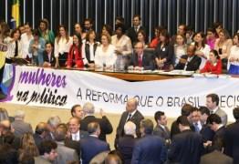Especialista destaca luta das mulheres na política e afirma que impeachment de Dilma tem toques de machismo