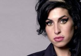 Confira fotos nunca vistas de Amy Winehouse que estará no livro de seu amigo Blake Wood