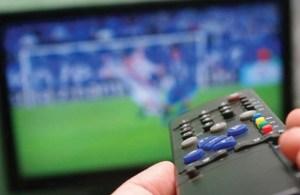 futebol na tv 300x195 - CBF não fecha acordo com a Globo e amistosos serão exibidos pela WEB