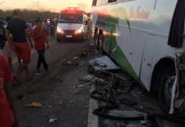 Acidente de ônibus no Sertão da Paraíba deixa mais de 40 feridos e três pessoas mortas