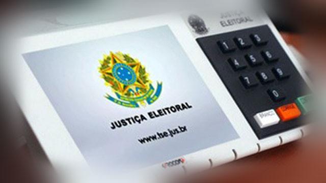 urna 1 - Manhã de votação tem 21 candidatos e 142 eleitores presos, diz TSE