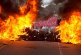 O POVO ARMARÁ BARRICADAS NAS RUAS PARA SE DEFENDER DOS POLÍTICOS QUE ELE PRÓPRIO ELEGEU – Por GilvanFreire