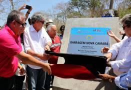 Ao lado do deputado Bosco Carneiro, Ricardo Coutinho entrega nova barragem Camará