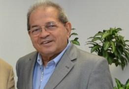 Historiador, jornalista e publicitário falam sobre Carlos Roberto de Oliveira