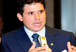 Hugo sustenta que PMDB da PB deve fazer alianças com partidos adversários do PSDB