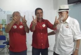 Professor Charliton vota ao lado de Frei Anastácio e Luiz Couto