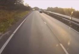 Veja vídeo – Momento exato em que motorista se distrai e provoca acidente impressionante
