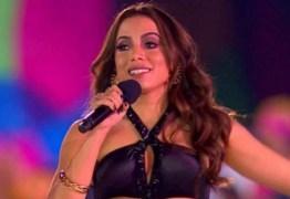 Após briga no palco, bailarina demitida processa Anitta