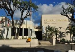 Vídeo registra pânico na CMJP após tentativa de homicídio do lado de fora