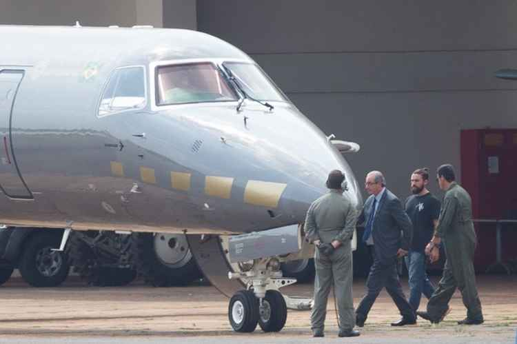 cunha avião preso - Cunha será isolado de outros presos da Lava-Jato até decidir sobre delação