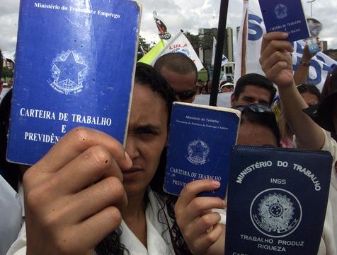 desemprego - PESQUISA DATAFOLHA: Para 60% dos brasileiros, novas leis trabalhistas beneficiam os patrões