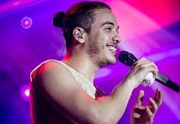 Criança com câncer vai de ambulância ao encontro de Wesley Safadão, mas cantor não a recebe