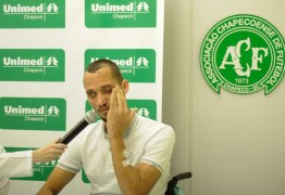 Zagueiro Neto recebe alta, se emociona e agradece mensagens de apoio