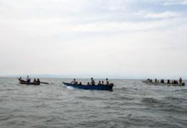 Barco afunda com time de futebol e 21 pessoas estão desaparecidas