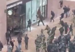 Grupo anti-Trump entra em conflito com a polícia em Washington