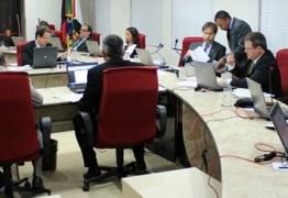 URGENTE: Ricardo Coutinho terá que demitir mais de 8 mil servidores em 180 dias