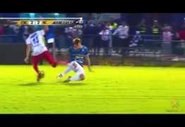 VEJA VÍDEO: jogador de futebol quebra a perna durante partida na Costa Rica