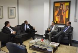 Desembargador Joás recebe visita do presidente do TRT-PB