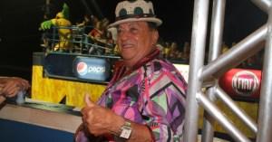 genival lacerda pula carnaval em camarote 18212 1329533887491 956x500 300x157 - Cantor Genival Lacerda sofre AVC e é hospitalizado no Recife
