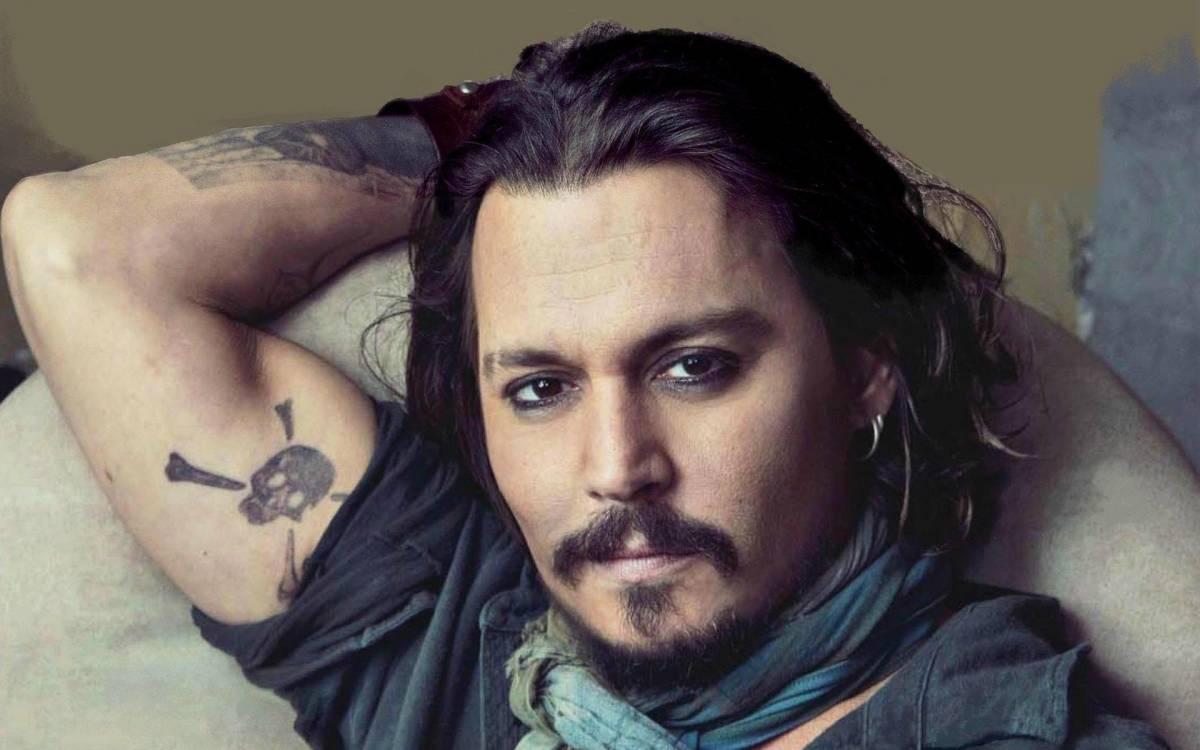 johnny depp gf9f - Imprensa norte-americana acusa Johnny Depp de vender casa da irmã para sanar dívidas