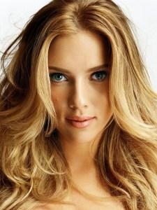 scarlett johansson 225x300 - Após polêmica, Scarlett Johansson desiste de papel de homem trans