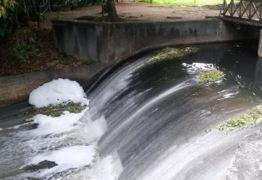 MAU CHEIRO – Esgoto contamina trecho do Rio Jaguaribe que passa pelo Jardim Botânico