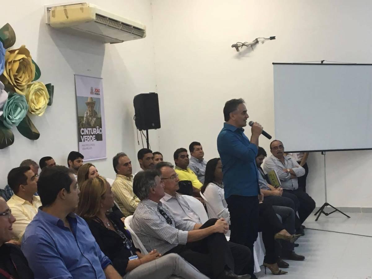 17430567 1380320858690743 860257928 o - VEJA VÍDEO: Encontro para defesa e estímulo da agricultura familiar reúne prefeitos na Capital
