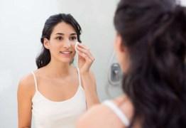Quatro rituais de beleza feitos em casa para ter uma pele mais bonita