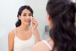 BBz1ICO 300x199 - Quatro rituais de beleza feitos em casa para ter uma pele mais bonita