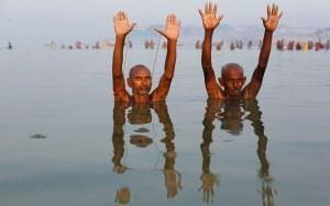 aptopix india hindu f fran 300x188 - Justiça indiana declara rios Ganges e Yamuna 'seres vivos' com direitos