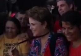 Mais de 70 mil pessoas acompanham Lula e Dilma em entrega de medalhas