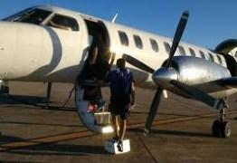 Porta de avião se abre durante voo com time argentino e causa pânico