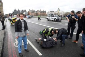 londres ataque westminster 300x202 - Mulher morre e outros ficam feridos em ataque próximo ao Parlamento Britânico, em Londres