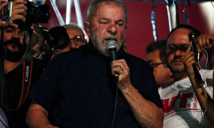 lula.... - Lula fez retirada de quase R$ 1 milhão em 2015 de empresa de palestras
