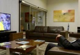 Internautas não perdoam a formalidade do Presidente Michel Temer ao assistir, de terno, o jogo da Seleção